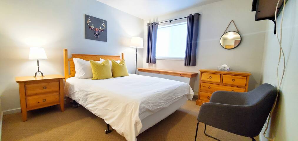 This queen bedroom is made of hotel-grade quality linens and en-suite. The windows have both a roller shade and blackout curtains for a comfortable nights sleep