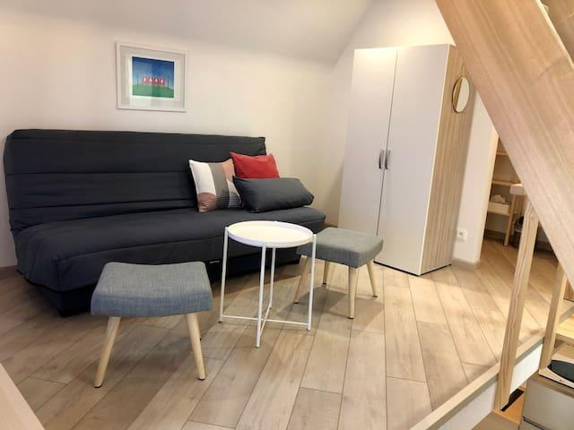 A l'étage, salon avec canapé-lit, matelas de qualité