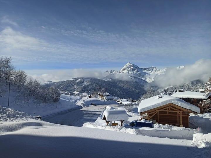 Joli studio avec terrasse, vue sur les montagnes
