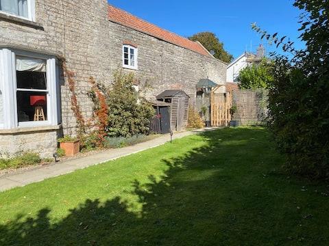 Rural village Coach House close to Bristol Airport