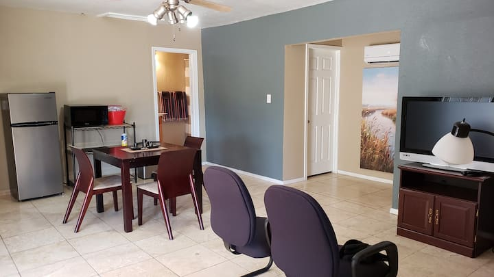 Mountain view - Private Guest Apt w/ Kitchenette