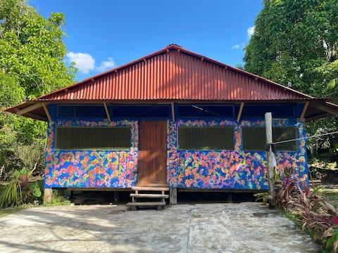 Jungle House with River Access - Ikua House