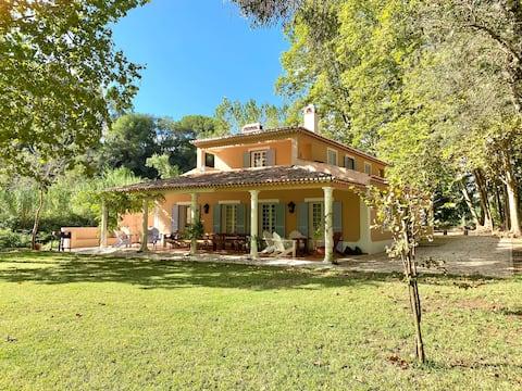 Beautiful Country Villa w/ Prvt Pool, Garden & BBQ