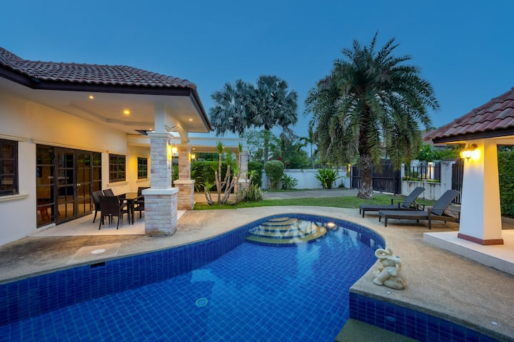 House with a big pool,  jacuzzi & garden OPV 02