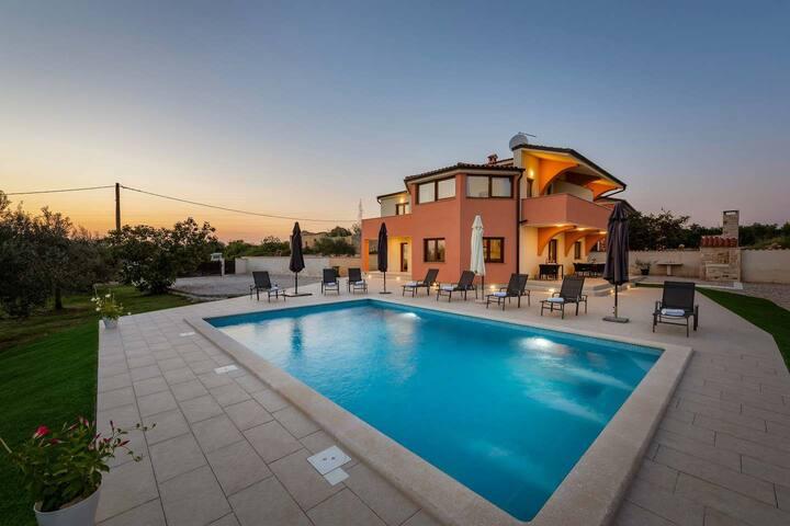 Comfortable Villa Sara & Toni with swimming pool