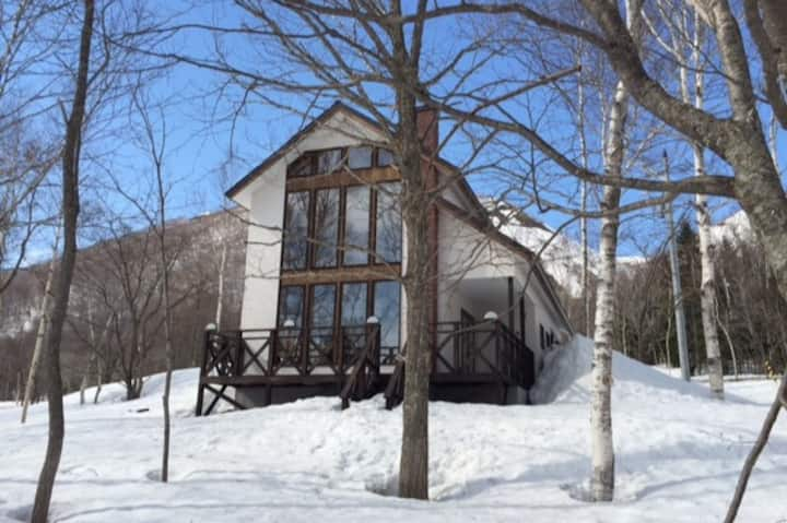 RUSUTSU cozy 2bdr chalet few mins walk to ski lift