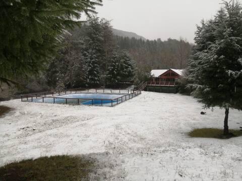 Cabaña  a 37 km de Pucon con tinajas,piscina (2-3)