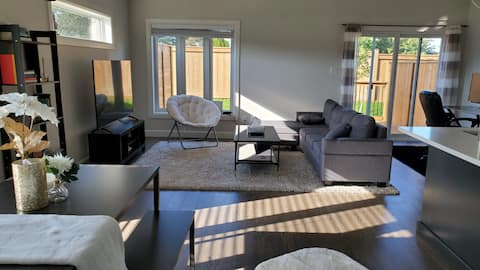 Luxury, new, spotless 3 bedroom home with parking