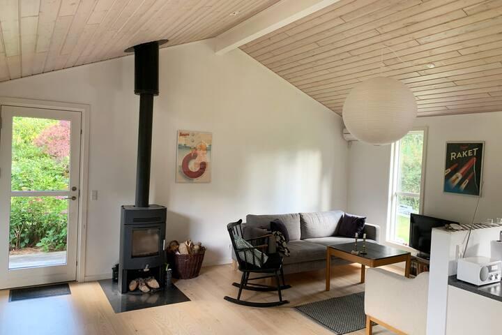 Spacious, modern summer house, 30 sec. from beach