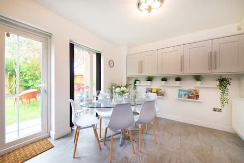 Modern Central Manchester 4 Bed - 3 Bathroom House