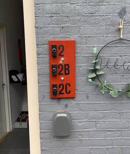 Sleutel kluisje voordeur appartementen .