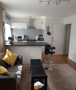 Ideal S/Contained 1 Bedroom G/Floor Flat & Parking