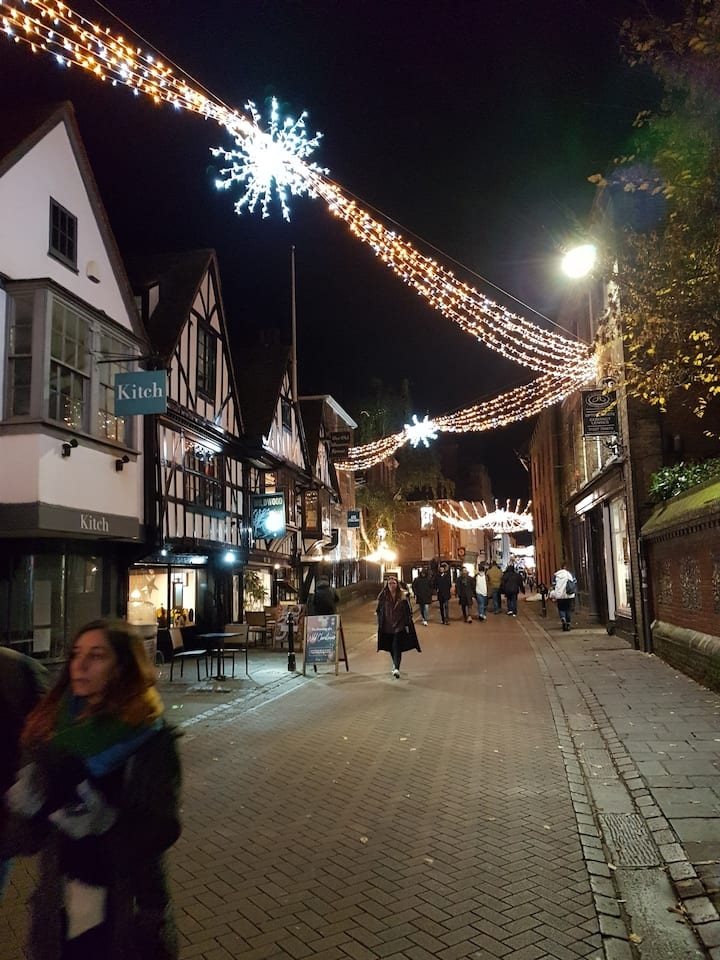 Stay & See the Xmas Lights in Historic Canterbury
