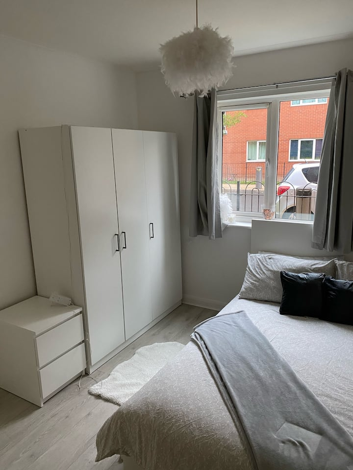 SAMMiiE's cosy room close to city centre