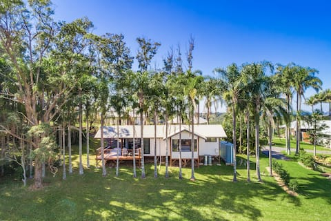 Hilltop heaven above Byron Bay - escape and unwind