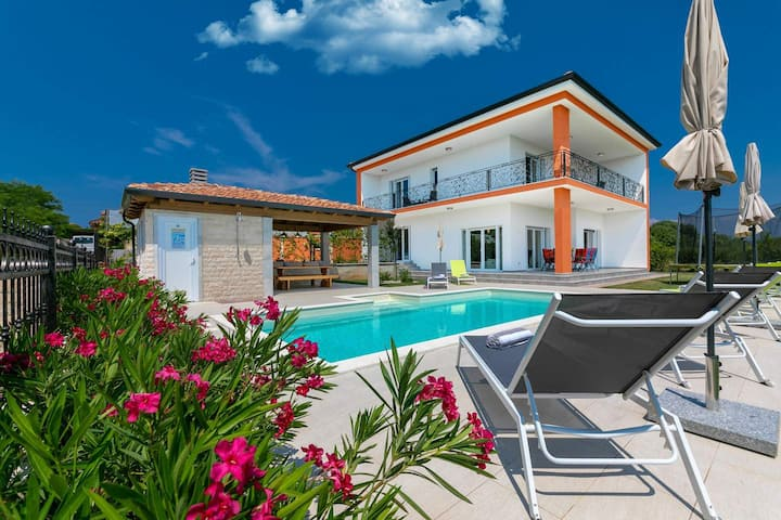 Nice newly built Villa Eva