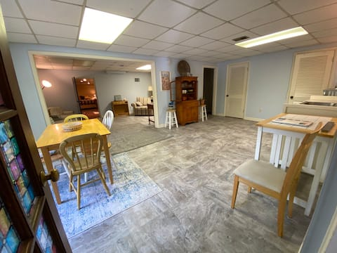 3 rm suite, private entry near IU, Griffy Lake