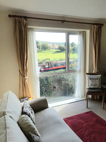 2 bed first floor flat/maisonette with canal views