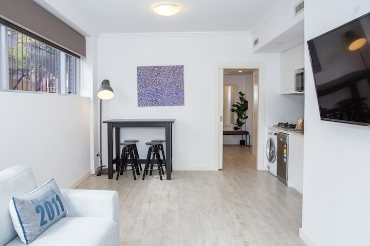 Hip Stylish Pet Friendly Apt ☆Walk to City 10min