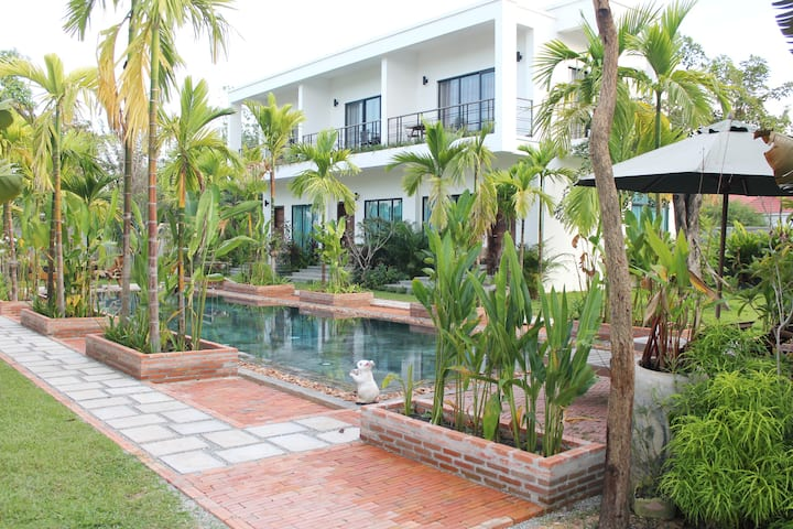 Quiet and Private 3 bedrooms Villa, Best for Group