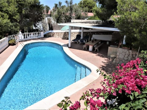 Nice villa with private pool close to the sea
