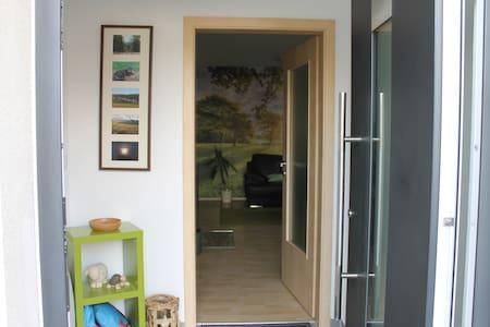 Zugang ohne Stufen zum Wohnbereich.