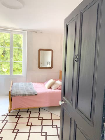 Chambre 5 - un lit double + un lit simple,  salle d'eau privative
