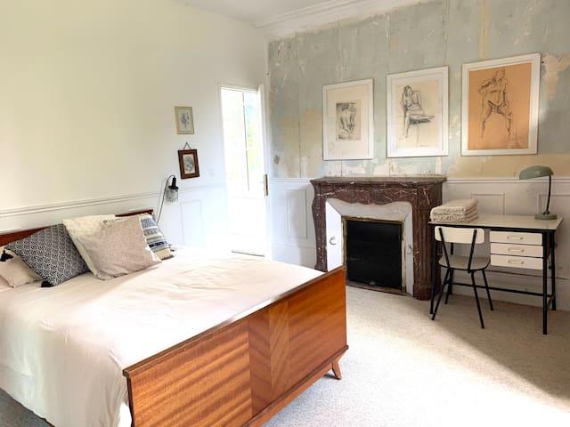Chambre 1 - un lit double, accès direct salle d'eau