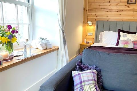 Luxurious superking room, cosy snug,  jacuzzi bath