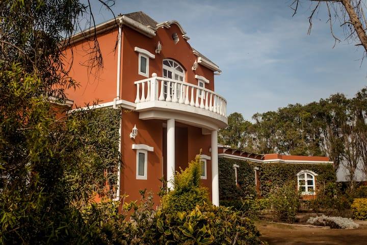 Casa Grande, A country-style Argentine farmhouse