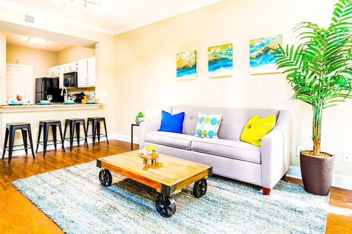 🌴SLEEPS 6!|🏙MIDTOWN|FREE Parking🚗/WiFi📡/Gym🏋🏾‍♂️/Pool🏊