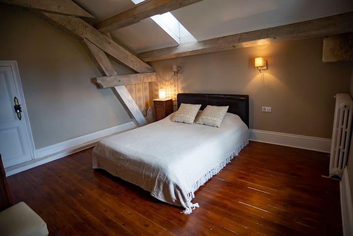 Top floor bedroom 6