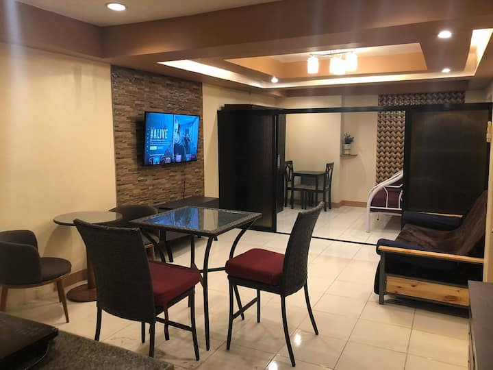 Classy Groupstay Apartment - FAST WIFI & NETFLIX