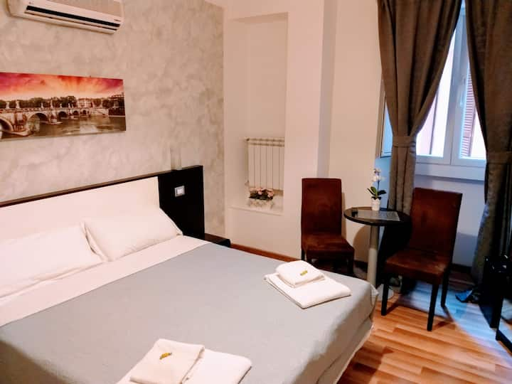 En-Suite Rooms & Breakfast ,  Monti , Colosseo