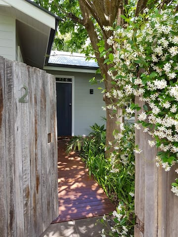 Private modern cottage in the heart of Bellingen