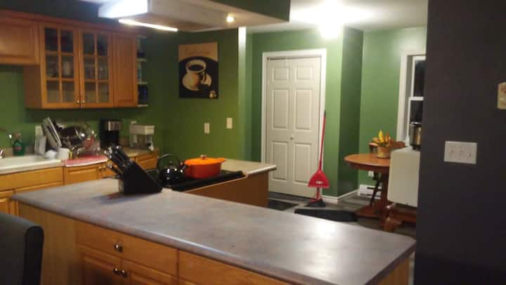Quiet, spacious 2 bdrm/2 bath- Children 5+ welcome