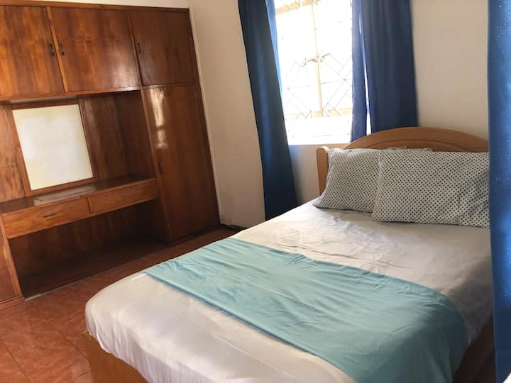 Room HIBISCUS @ 2 min walk from the beach