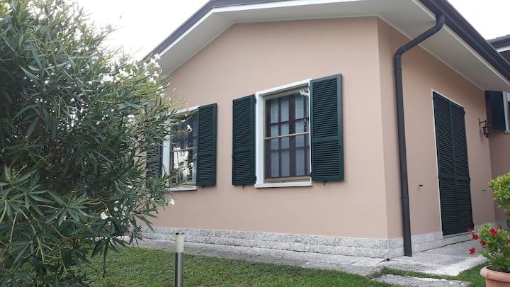 Mantova,  appartamento in villetta con giardino