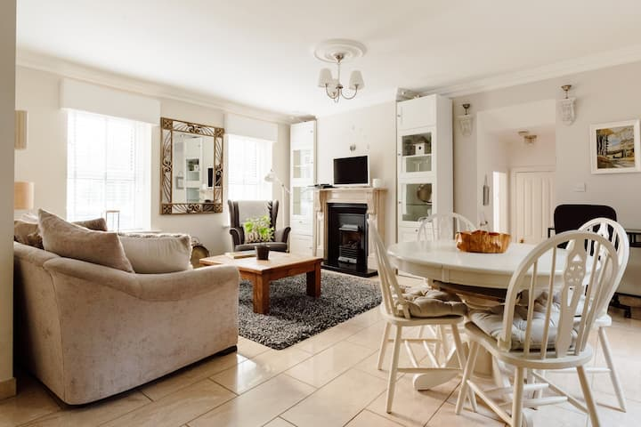NEW* Luxury Corporate Suite A in Malahide Village