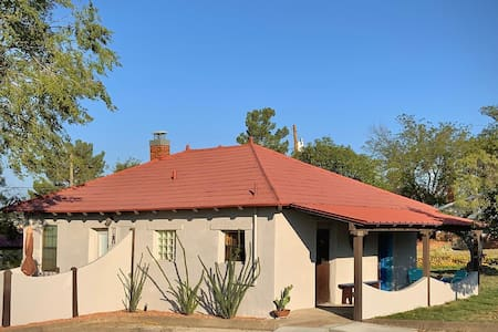 El Viejo Adobe - Across from Sul Ross campus!