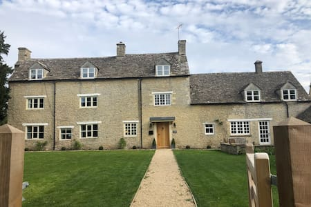 Country Cotswold Cottage