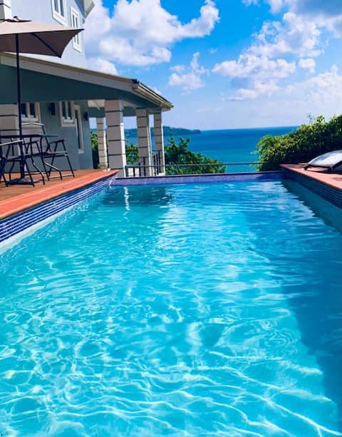 Villa en Santa Lucía con vistas al mar y piscina...
