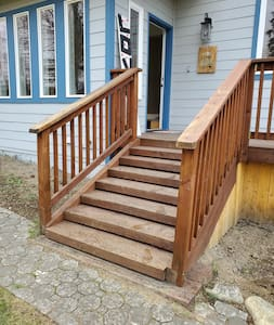 Non sono presenti scale o gradini per entrare