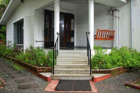 Широкий вход для гостей