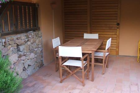 Porta di ingresso e veranda dell alloggio