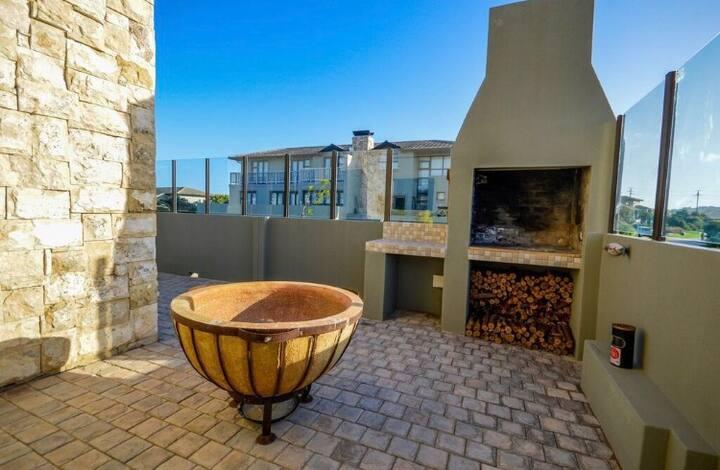 Modern 3 bed 3.5 bath in Hartenbos Estate