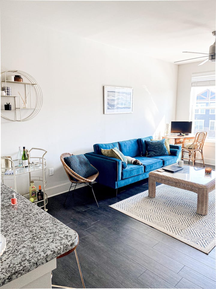 Modern Sunlit Retreat in Stylish Apartment