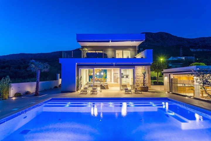 NEW! Villa Aria with heated 45m2 pool, sea views
