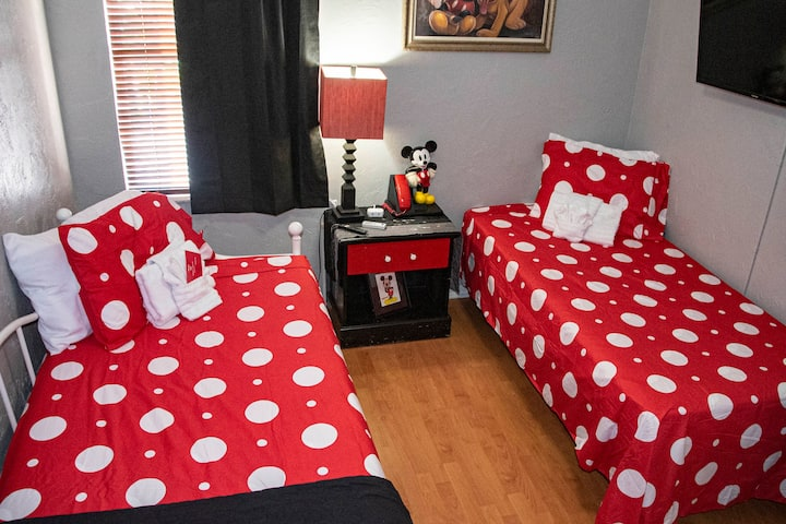 5✯Mickey room, On a budget? sleep 2  twin trundle✯