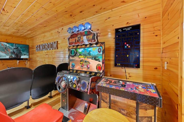 AMAZING Game Room, Hot Tub, Gatlinbug, Private